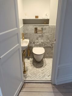 Bathroom Renovation Vanity on Home Bathroom Ideas 1655 Luxury Bathtub, Diy Bathtub, Cheap Renovations, Budget Bathroom Remodel, Chic Bathrooms, Shower Tub, Bathroom Interior, Small Bathroom, Bathroom Ideas