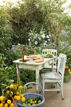 shabby garden-table My dream backyard:)))