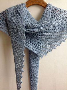 Mycket värme hemma genom användning av ull i inredningen Knitted Shawls, Crochet Scarves, Crochet Shawl, Crochet Yarn, Crochet Clothes, Lace Knitting Patterns, Shawl Patterns, Modern Crochet Blanket, How To Purl Knit
