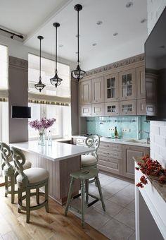 Для освещения потолка можно использовать, как встроенные, так и подвесные светильники