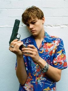Leonardo DiCaprio in a publicity shoot for Romeo + Juliet, 1996 Photographed by Hugh Stewart Leonardo Dicaprio Romeo, Series Quotes, Baz Luhrmann, Actrices Hollywood, Romeo And Juliet, Looks Cool, Belle Photo, Pretty Boys, Beyonce