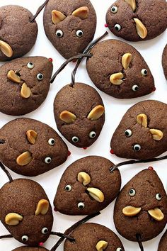 Chocolate Cookie Mice - The Monday Box - Lebensmittel New Years Cookies, Cookies For Kids, Cute Cookies, Summer Cookies, Button Cookies, Chinese New Year Cookies, Chinese New Year Food, Mouse Recipes, Cookie Recipes