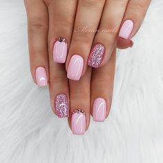 Nails Pretty Nails are fierce and bold. They are oval shaped nails that are more pointed than rounded at the tip, and are usually very long With Besutiful look For Your Nails Picture Credit Nails are fierce and bold. They are oval shaped nails t. Light Pink Nail Designs, Cute Summer Nail Designs, Light Pink Nails, Cute Summer Nails, Pink Sparkle Nails, Sparkle Nail Designs, Nagellack Design, Nagellack Trends, Glitter Gel Nails