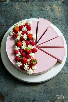Cheesecake with strawberries and raspberries - recipe / No bake strawberry cheesecake -. - Cheesecake with strawberries and raspberries – recipe / No bake strawberry cheesecake – recipe - # Baking Soda And Lemon, Baking Soda Uses, No Bake Desserts, Delicious Desserts, Dessert Recipes, Baking Desserts, Homemade Soap Recipes, Baking Recipes, Cottage Cheese Cake Recipe