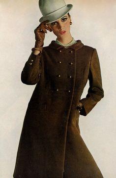 Wilhelmina in a chocolate brown wool coat by Oscar De la Renta for Jane Derby, photo by Bert Stern for Vogue 1966 60 Fashion, Fashion History, Retro Fashion, Fashion Brands, Vintage Fashion, Fashion Models, Vintage Vogue, Vintage Dresses, Vintage Outfits