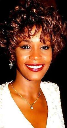 Whitney Houston --- The Voice! Whitney Houston, Divas, Beautiful Black Women, Beautiful People, Beverly Hills, Bobbi Kristina Brown, Hollywood, Beautiful Voice, Female Singers