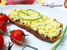 """A tojáskrém az egyik kedvenc """"kenyérre valóm"""" , mióta az eszemet tudom. Gyorsan megvan és -szerintem- rettentő finom. Húsvét közeledtéve..."""