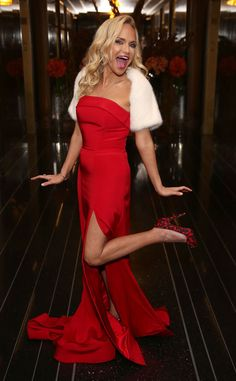 Kristin Chenoweth from The Big Picture: Today's Hot Pics Lady in red! The Broadway babe is seen at the celebration of her solo concert, My Love Letter To Broadway, in New York City. Style Finder, Petite Women, Celebs, Celebrities, Petite Fashion, Beautiful Actresses, Strong Women, Lady In Red, How To Look Better