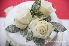 Hochzeitstorte mit echten Blumen