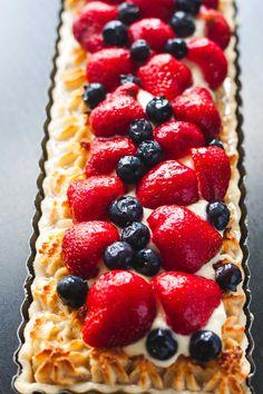 Hvad er mere sommerligt end en lækker jordbærtærte med søde danske jordbær. Den her stikker helt klart den hos bageren og der er ikke e...