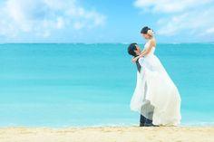 『サザンビーチ ホテル&リゾート シーシェルブルー』の「人物・演出」の公式フォト一覧を見たいなら【みんなのウェディング】 写真で結婚式・結婚式場のイメージをチェックしよう♪結婚式場選び日本最大級口コミサイト「みんなのウェディング」 Pre Wedding Photoshoot, Dream Wedding, White Dress, Poses, Bridal, Couples, Beach, Dresses, Figure Poses