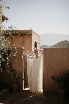 Styled bridal shoot in Kasbah Bab Ourika, Morocco. #kasbahbabourika #hennakoponenphotography #Styledshoot #moroccowedding #morocco #marrakech #marrakechwedding #weddingphotographer #weddingphotographymorocco #hääkuvaaja #hääkuvaajahelsinki #moroccanwedding #moroccanweddingphotography #marrakechwedding