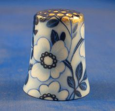 Gold Top Thimble Blue Daisy Floral Chintz  