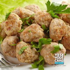 Prepare this delicious chicken meatballs, recipe that follows the traffic light diet.