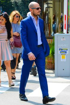 Discover the details that make the difference of the best streetstyle unique people with a lot of style Dapper Gentleman, Gentleman Style, Blue Costumes, Suit Shoes, Best Shopping Sites, Men Street, Fasion, Nice Dresses, Going Out