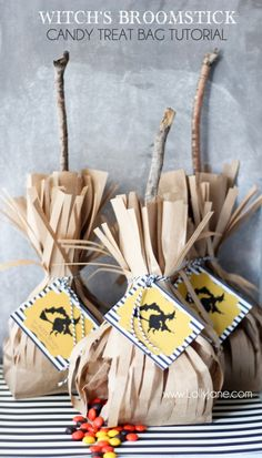 These witch broomstick bags are the perfect Halloween treat bag to hand out to trick or treaters who come knocking at your door. They make a unique Halloween party favor bag too. Retro Halloween, Halloween Snacks, Spooky Halloween, Feliz Halloween, Halloween Countdown, Holidays Halloween, Halloween Treats, Halloween Decorations, Halloween Recipe