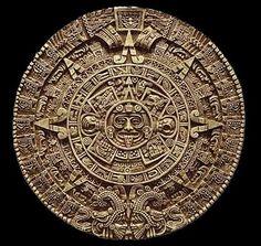 """Los mayas fueron expertos de matematicas. Ellos hicen un calendario basado en la position del sol, la luna y las estrellas. Ellos descubiertan el numero """"0"""" y si hayan 365 dias en un año."""