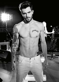 ADAM LEVINE LOOK ALIKE!!! NOTICE HIS TATTOOS ARE ON THE RIGHT ARM WHICH U NOTICE ON MY OTHER PIN HIS TATTOOS ARE CLEARLY ON THE LEFT ARM SO THEREFORE HE IS NOT ADAM LEVINE.