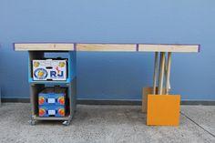 AUTOFAGIA convidados pelos organizadores do Ateliê Aberto para Invenção do Inexistente, o JA.CA propôs a transformação dos restos do projeto expográfico em objetos e mobiliário para os desleitores.