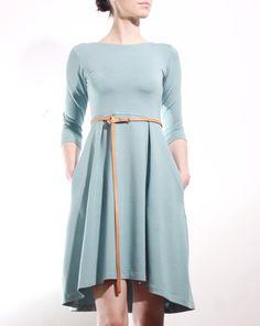 MIESTNE+KLASIK+ŠATY+(TEAL)+Super-komfortné+bavlnené+elastické+šaty+z+pevnejšieho+úpletu.+Materiál+je+vhodný+na+každodenné+nosenie.+Šay+klasického+strihu,+pohodlné,+s+funkčnými+švíkovými+maxi+vreckami.+Vyrobené+v+limitovanej+edícii.+•Zloženie:Materiál:+95%+Bavlna,+5%+spandex+•Farba:zeleno-modrá+Povolené+pranie+v+pračke+pri+teplote+do+30°C.+*+šaty+sa+predávajú...