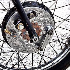 Engraved drum brake | via cheetah.cheetah-4ds.under.jp