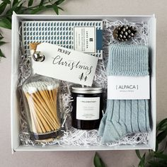 Diy Geschenk Basteln – Hygge Christmas Gift Box - Sites new Hygge Christmas, Cosy Christmas, Christmas Gift Baskets, Christmas Gifts For Friends, Xmas Gifts, Christmas Boxes, Christmas Gift Ideas, Beautiful Christmas, Christmas Eve Box Ideas For Adults