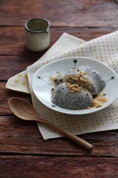 Sesame (Bavarian) Bavarois: Black Sesame Recipes That Prove These Seeds Are For More Than Just Bagels Easy Sweets, Healthy Sweets, Sweets Recipes, Japanese Sweets, Japanese Snacks, Healthy Japanese Recipes, Sesame Recipes, Food Flatlay, Healthy Plate