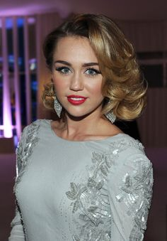Miley Cyrus wore her shoulder-length bob in glossy curls