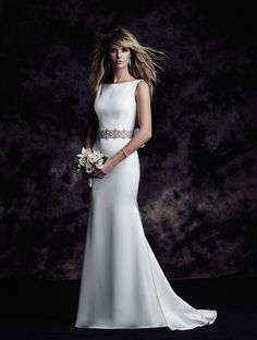 Satin bodice with bateau neckline, beaded straps to centre back. @palomablancawed 4614