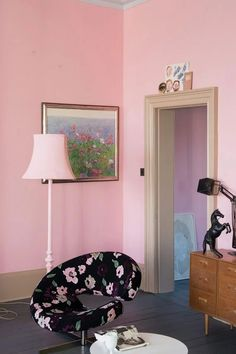 Altijd weer feest als er nieuwe Farrow & Ball kleuren uitkomen! Always a memorable moment when Farrow & Ball introduces new colors! Pink Paint Colors, Romantic Furniture, Farrow And Ball Paint, Farrow Ball, Pink Paint, Coral Home Decor, Pink Bedroom For Girls, Girls Bedroom Pink Walls, Pink Painted Walls