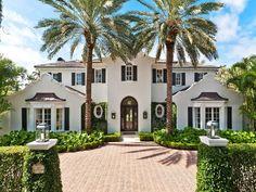 Dutch Colonial Mansion in Palm Beach, Florida Palm Beach, Beach Cottage Style, Beach House Decor, Beach Mansion, Home Modern, Modern Living, Beach Cottages, Beach Houses, Curb Appeal