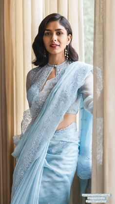 Indian Fashion Dresses, Dress Indian Style, Indian Designer Outfits, Sari Blouse Designs, Fancy Blouse Designs, Indian Beauty Saree, Indian Sarees, Western Dresses For Women, Stylish Blouse Design