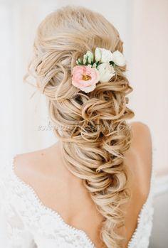 félig leengedett esküvői frizura