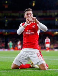 Arsenal Fc, Arsenal Football, International Soccer, Gareth Bale, Uefa Champions League, Football Players, Goals, Running, 4 Life
