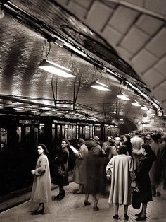 Old Pictures, Old Photos, Places Around The World, Around The Worlds, Metro Madrid, Train Map, Metro Subway, Underground Cities, Barcelona City