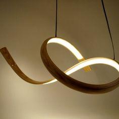 Artiste designer, John Procario a couplé son amour pour la sculpture à la conception de mobilier et d'éclairage. Il utilise le bois comme une métaphore du