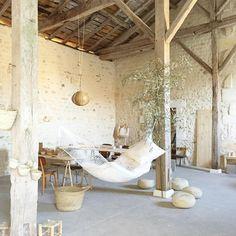 La grange rénovée, les petites emplettes, Château de Dirac