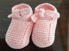 Mary Jane Booties pattern by Hadley Fierlinger - Her Crochet Baby Booties Knitting Pattern, Knit Baby Shoes, Baby Shoes Pattern, Knit Baby Booties, Crochet Shoes, Baby Boots, Baby Knitting Patterns, Baby Patterns, Baby Cardigan