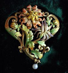 Camille Gueyton / Pendentif « Chrysanthème», gold and enamel / Bijoux anciens / Art nouveau.