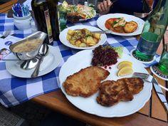 Schnitzel mit Bratkartoffeln im Restaurant Maximilians in Berlin. Lust Restaurants zu testen und Bewirtungskosten zurück erstatten lassen? https://www.testando.de/so-funktionierts