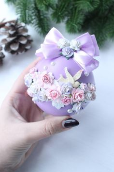 Shabby Chic Christmas Ornaments, Pink Christmas Decorations, Christmas Ornament Crafts, Christmas Gift Wrapping, Christmas Baubles, Handmade Christmas, Christmas Diy, Christmas Crafts, Creative Gift Baskets