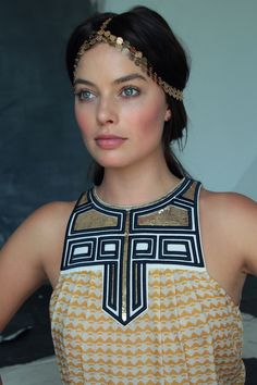 Margot robbie dark hair, perfect makeup
