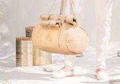 MEGALOMANIA, Tubesack, Sack and Pack Collection.  Die Sacks sind große und kleine Alleskönner aus einem eigens entwickelten wasserresistenten Naturmixgewebe, ideal für die Stadt, Büro und Freizeit. Man kann sie seitlich über der Schulter oder auf dem Rücken tragen. Sie sind materialgerecht gestaltet und verzichten ganz auf Reißverschlüsse und Schnallen. Die Taschen werden in liebevoller Handarbeit gefertigt, limitiert auf 150 Stück pro Jahr.  #eco #fair #limited Jute, Helping People, Bags, Collection, City Office, Shoulder, Handarbeit, Handbags, Utah