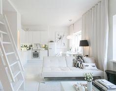 Helsingin Meilahdessa on myynnissä upeavaloisa 37 neliön kokoinen yksiö, jossa olohuone, ruokapöytä ja keittiönurkkaus muodostavatyhteinäisen tilan kuitenkin siten, että oleskelunurkkaus rajoittuu omaksi alueeksi. Asunto on kunnostettu upean valkoiseksi mikä loihtii ympärille avaraa tunnelmaa ja valoisuutta.Asunnon myynti-ilmoitus löytyy Etuovi.com -palvelusta. Parviratkaisulla on optimoitu asunnon vähäiset neliöt ja parven alle onkin toteutettu varmasti monen vaatteista ja muodista…