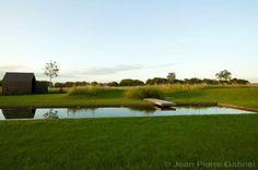 Exclusieve zwemvijver als zwemkanaal in landelijke omgeving