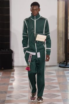 Athleisure meets couture on the Valentino runway in Paris. My review and the photos on Luuk Magazine!  http://www.luukmagazine.com/sfilate/valentino-29/