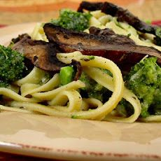 Rebecca Ruiz, (we can make our own gf noodles) Fettuccine No-Fredo with Broccoli and Sautéed Mushrooms