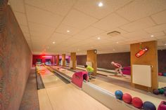 """Das AKZENT Aktiv & Vital Hotel Thüringen bietet Ihnen auch die Bowlingbahn """"4 Bowler's"""". Mit 4 Bahnen und bis zu 40 Plätzen können Sie hier mehr als nur Murmeln. Die Bowlingbahn können Sie auch für Ihre Familien-, Firmen-, Geburtstags-, oder Weihnachtsfeiern mieten."""