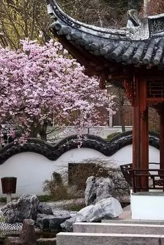 Chinese Courtyard garden - This is Stuttgart as well Chinese Garden IV. Ancient Chinese Architecture, Asian Architecture, Chinese Culture, Chinese Art, Chinese Style, Beautiful Buildings, Beautiful Places, Chinese Courtyard, China Garden