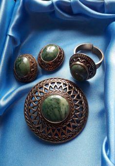 Sormus, korvakorut ja neula. Kalevalakoru. Scandinavian, November, Gemstone Rings, Jewelry Design, Victorian, Brooch, Jewellery, Beads, Earrings
